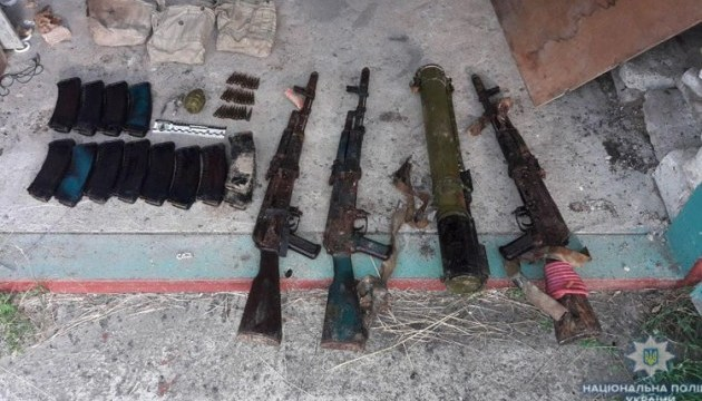 Полицейские Бахмута разоблачили боевика с целым арсеналом оружия
