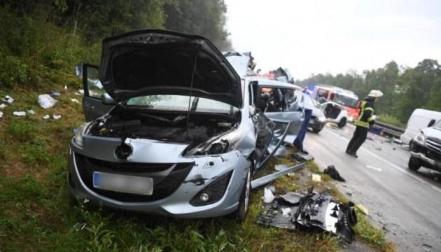 Велика ДТП у Німеччині: зіткнулися 10 авто, чотири людини загинули