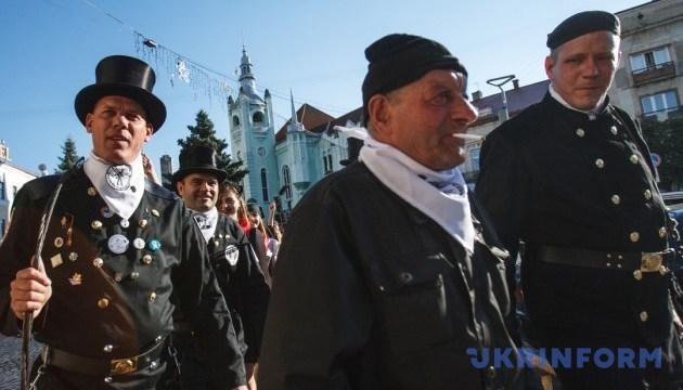 Сажотруси пройдуть парадом вулицями Мукачева