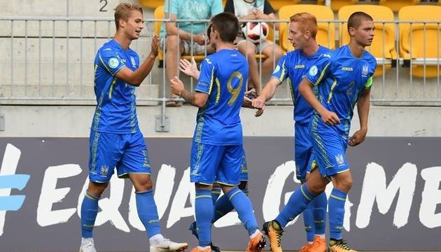 Футбол: сборная Украины U-19 выиграла группу и вышла на Португалию в полуфинале Евро