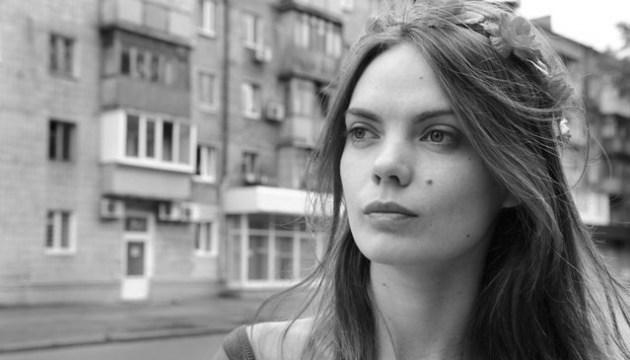 Eine der FEMEN-Gründerinnen nimmt sich das Laben