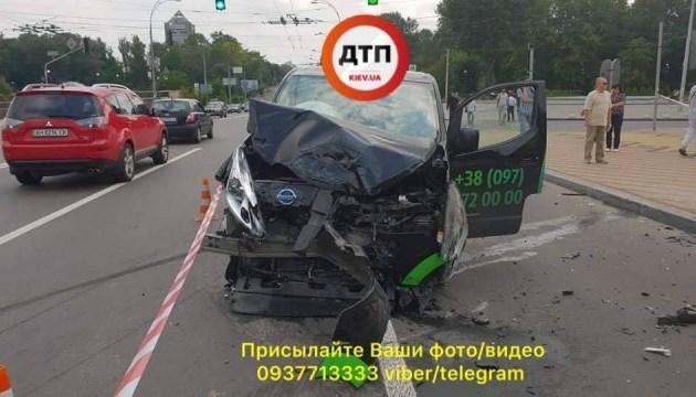 ДТП у Києві: зіткнулися дві автівки і збили 4 пішоходів