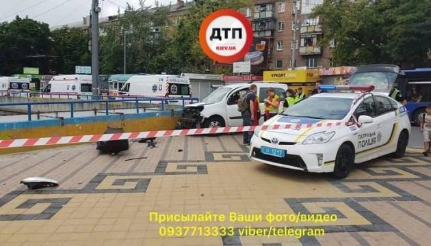 Schwerer Verkehrsunfall in Kiew: vier Fußgänger betroffen, einer ist tot