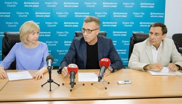 Днипро первым в Украине внедрил медицинское страхование педагогов