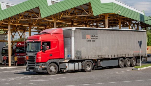 Из Венгрии в Украину грузовики могут попасть только через ПП «Тиса»