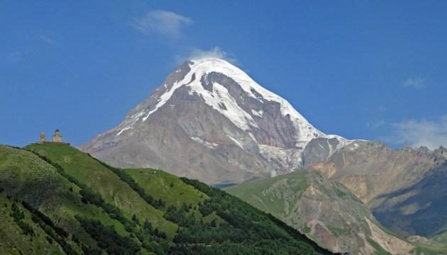 Альпіністи з Донеччини підкорили Казбек та встановили на вершині прапор України