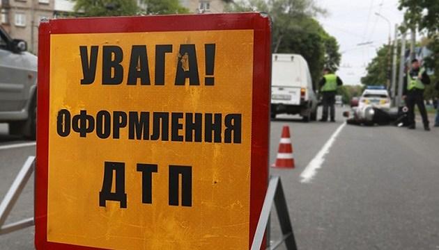 На Житомирщине из-за столкновения поезда с грузовиком погиб водитель-иностранец