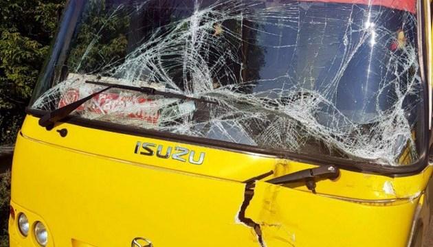 Під Харковом зіткнулися фура й маршрутка: постраждали пасажири