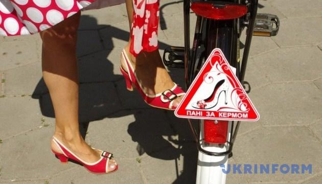 Жіночий велопарад у стилі
