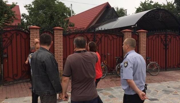 На Житомирщині грабіжники катували праскою родину депутата