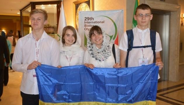 Украинские школьники завоевали три медали на международной олимпиаде по биологии