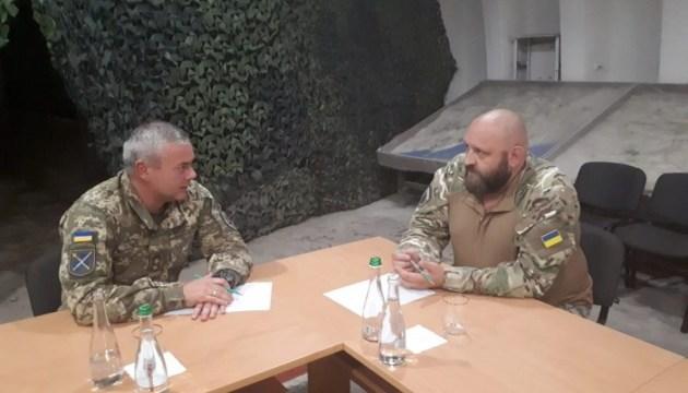 Командующий ООС встретился с командиром ДУК
