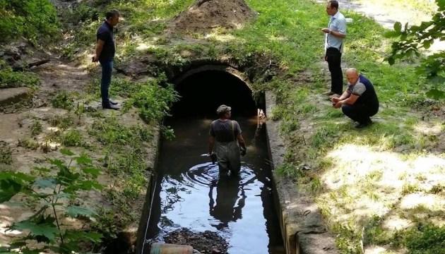 У Чернігові взялися відновлювати озеро на вулиці, яку затоплює під час злив