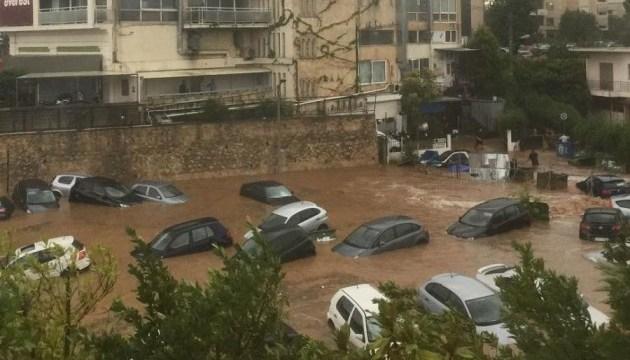 У Афінах сильні зливи: затоплені вулиці, паркінги, підземні переходи