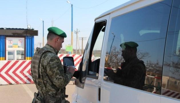 В контрольных пунктах на Донбассе в очереди застряли 165 авто
