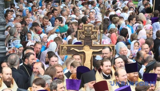 Віряни УПЦ МП провели молебень на Володимирській гірці