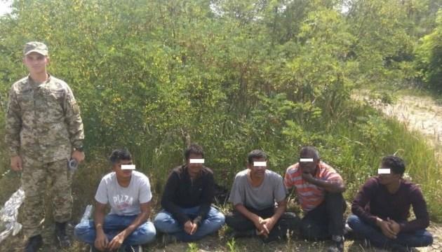 В лесах Закарпатья спасатели нашли нелегалов из Индии и Пакистана