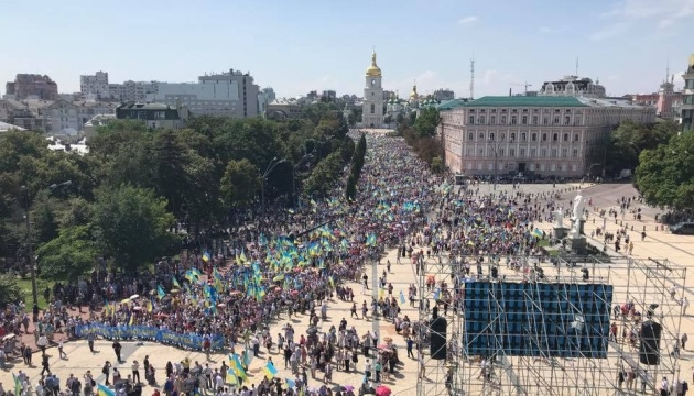 About 65,000 people participate in religious procession in Kyiv