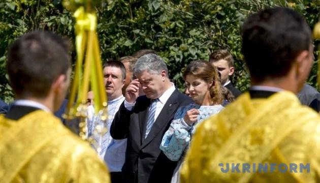 Президент України молиться на Володимирській гірці