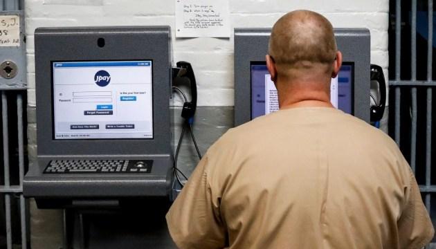 Тюремный комфорт: заключенные из Айдахо через компьютер украли $225 тысяч
