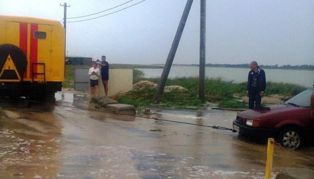 Негода на Запоріжжі: евакуювали майже дев'яносто відпочиваючих