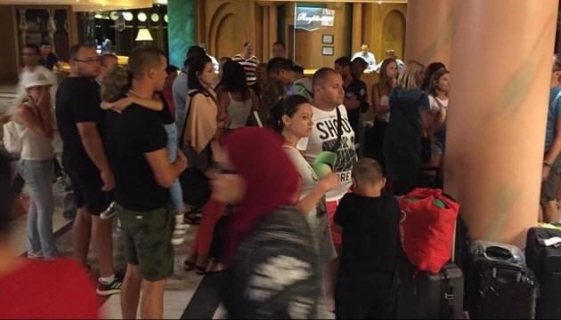 Більше 200 українських туристів не можуть вилетіти з Хургади