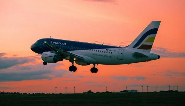 У літак молдовської авіакомпанії влучила блискавка
