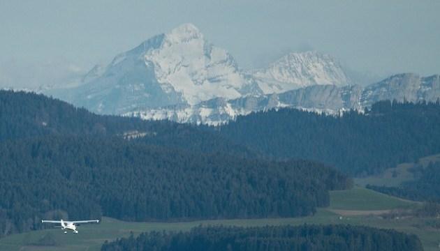 У Швейцарії літак врізався в гору, є загиблі