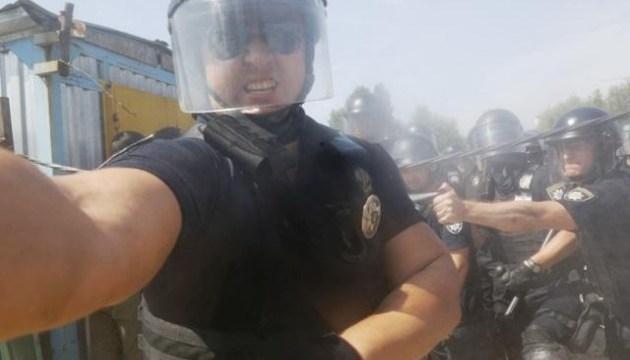 НСЖУ: Столичный коп распылил газ в лицо фотокорреспонденту AP