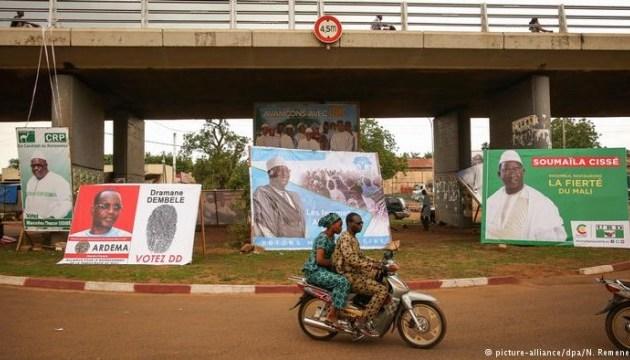 Малі обирає президента з 24 кандидатів