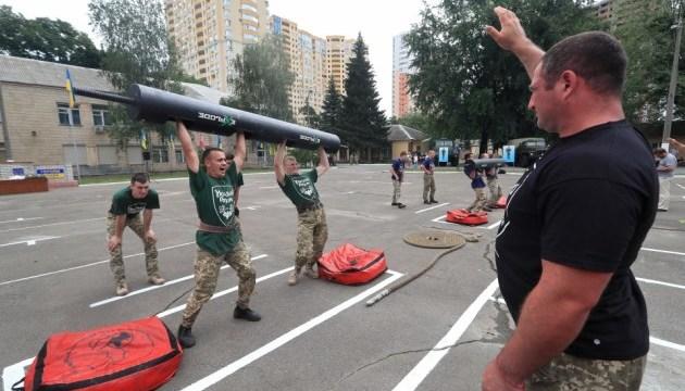 У Києві військові змагалися у силовому багатоборстві