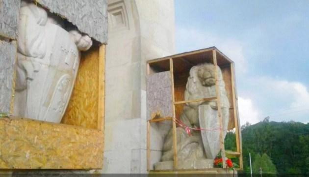 Затриманого за погром на Личаківському цвинтарі поляка оштрафували на 85 грн
