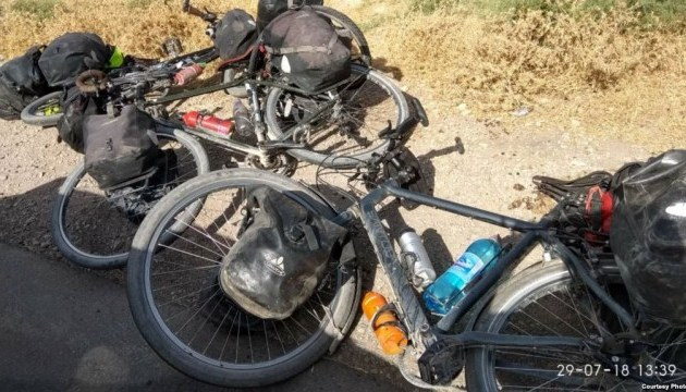 У Таджикистані автівка в'їхала у групу туристів, четверо загиблих