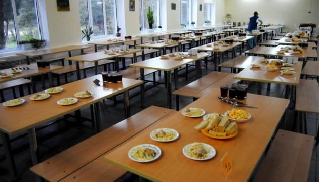 Бобы и семена: в Минздраве рассказали про основной рацион школьника