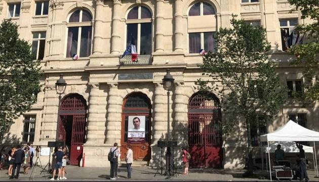 Паризька мерія виступила за звільнення політв'язня Сенцова