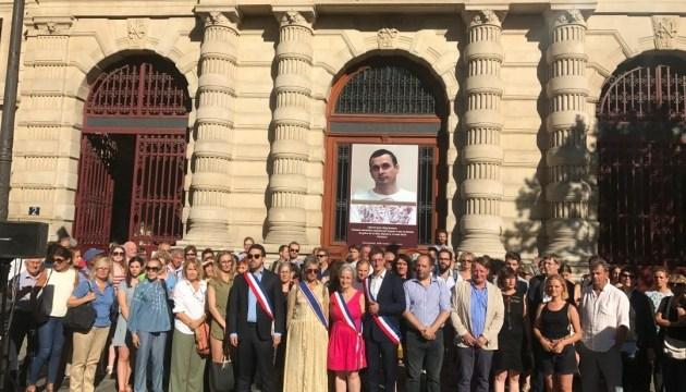 El Ayuntamiento de París pide la liberación del preso político Sentsov (Fotos, Vídeo)