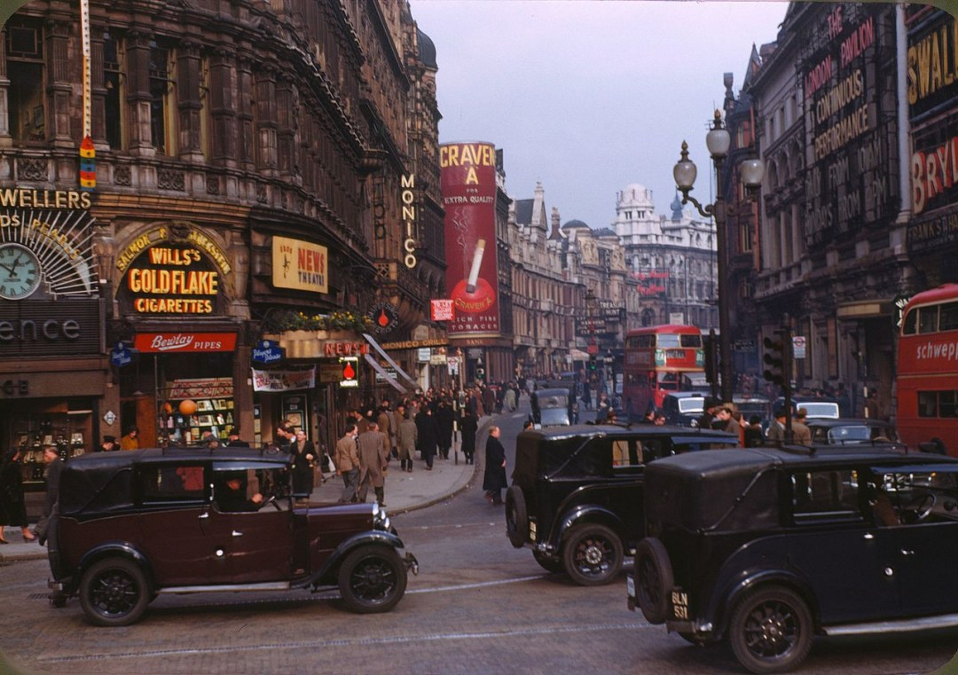 Площа Пікаділлі у Лондоні, 1949 рік. Фото Chalmers Butterfield
