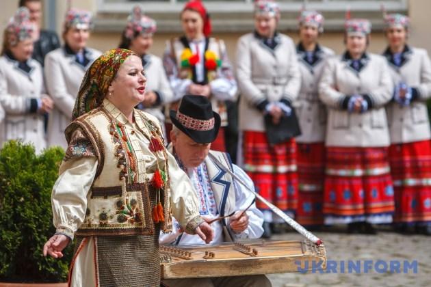 Мирослава Копинець під час великодніх висвяток