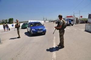 В пунктах пропуска на Донбассе застряли 255 авто