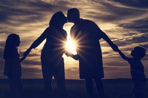 Ucrania sube cinco posiciones en el ranking mundial de la felicidad