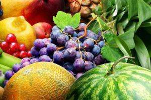 """За год """"фруктовая корзина"""" подешевела на 6% - эксперты"""