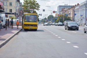 Конфлікт на трасі Київ-Чернігів: водій маршрутки палицею відбивався від стрілка
