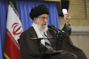Верховний лідер Ірану підтримав зростання цін на бензин, яке спричинило протести