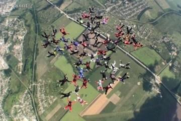 哈尔科夫州女跳伞运动员创造世界纪录