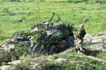W Donbasie okupanci strzelali z systemów artyleryjskich i moździerzy – jeden żołnierz jest ranny