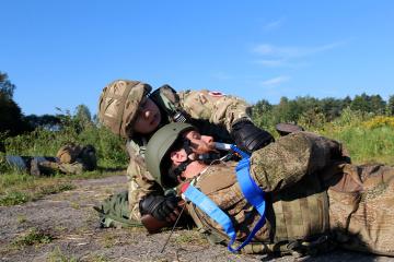 Konfliktgebiet in der Ostukraine: Zwei freiwillige Mediziner verletzt