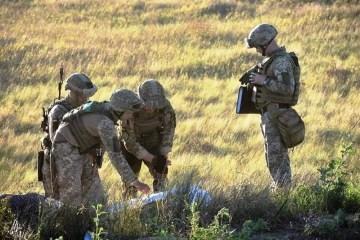 武装分子使用120毫米口径的迫击炮和火炮袭击,导致联合部队士兵受伤