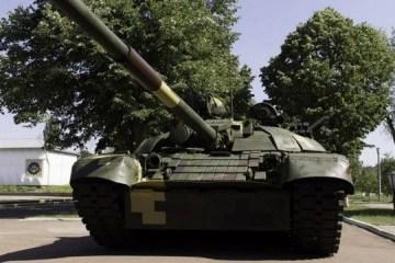 波罗申科展示改造后的T-72AMT坦克的作战能力