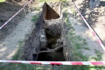 基辅佩彻尔斯克修道院展示了800年的防御墙遗迹