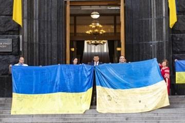 Groysman congratulates Ukrainians on Day of National Flag